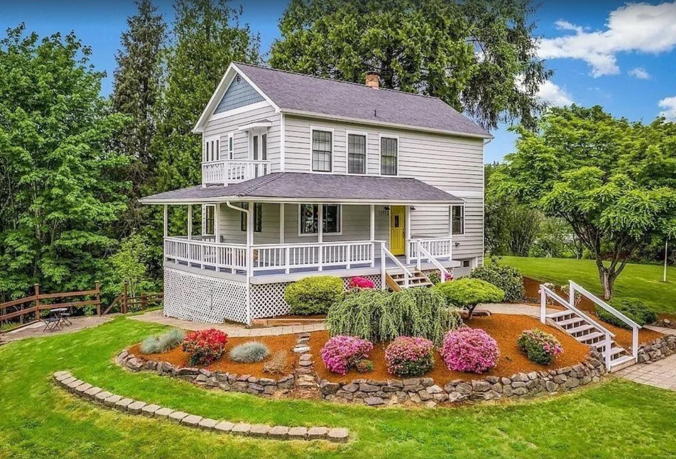 Creekside Farmhouse Retreat & Vacations