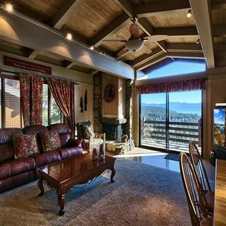 Luxury Lake View, 3 Bedroom Vacation Condo in Tahoe City, CA