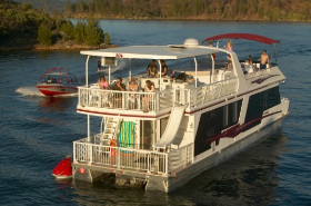 Stay on a Luxury Houseboat at Shasta Lake - The Escapade Vessel