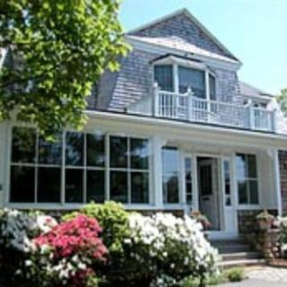 Hanover House Inn in Vineyard Haven, Massachusetts