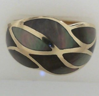 14K Yellow Gold Ring with Mother of Pearl Inlay