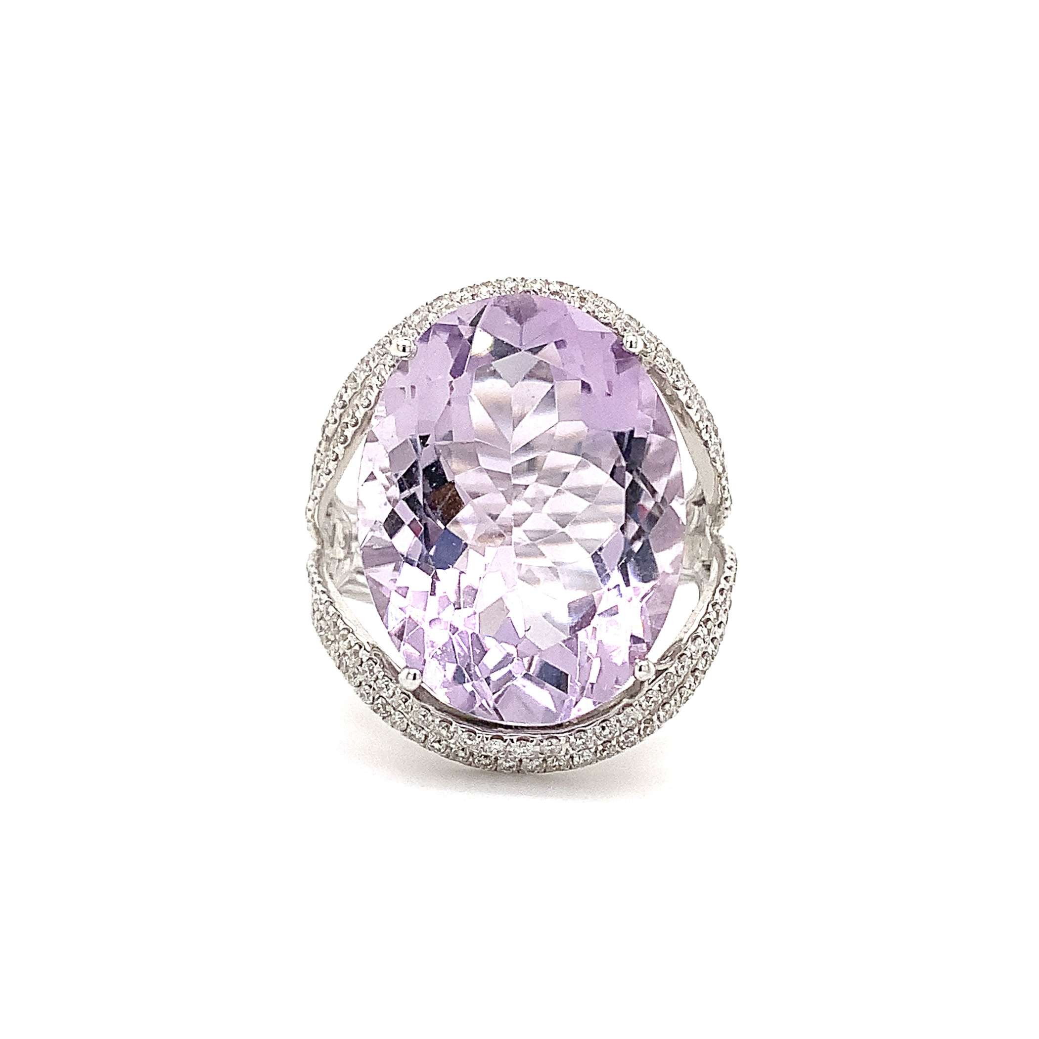 Lavender Amethyst and Diamond Ring in 18 kt White Gold.